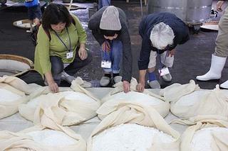 麹米食べる.jpg